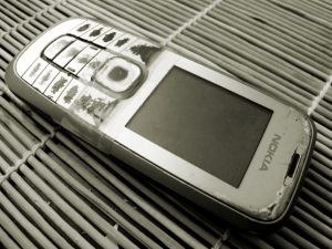 Kännykkä voi olla tällainen, kun uusi tekniikka ei kiehdo ja sniidu käyttää kapistukset loppuun asti.