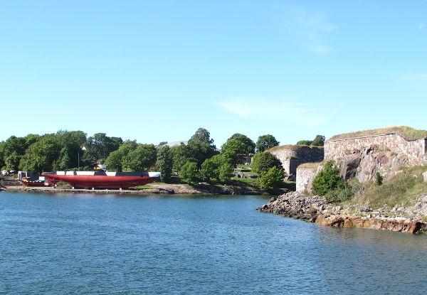 Vanha sukellusvene Suomenlinnassa.