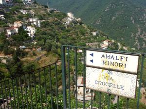 Tästä olisi lähtenyt ainakin yksi polku Ravellosta alas Amalfiin tai sitten Minorin rannalle.