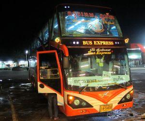 Bussit vievät Thaimaassa junaa edullisemmin.