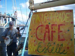 Estellellä oli reilun kaupan kahvila satamakaupungeissa. Kuva: Estelle / Uusi Tuuli ry