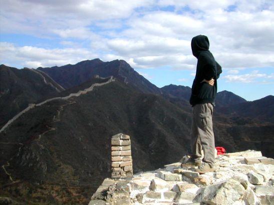 Pekingin tienoilla oli hupparikelit lokakuun lopussa. Muurilla ei käynyt paha viima. Sinistä taivasta näkyi, toisin kuin Pekingissä.