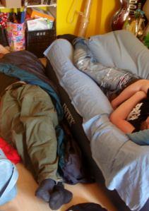 Tyylinäyte nukkumisesta Riikassa.