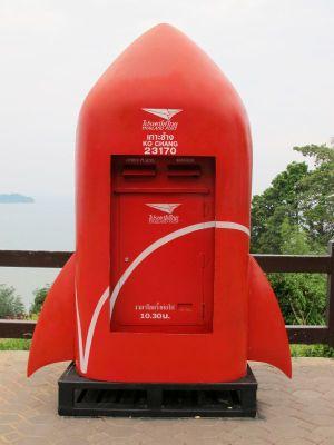 Myös posti kulkee maailmalla, mikäli jokin homma ei digimaailmassa hoidu.
