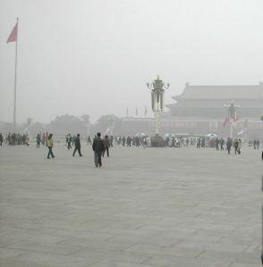 Taivaallisen rauhan aukio ja Pekingin harmaa taivas.