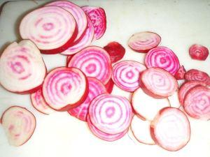 Suomalaisissa ruoissa ilo pitää ottaa esimerkiksi raidallisista punajuurista.