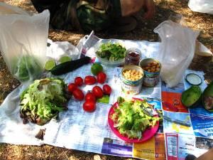 Salaattipiknik Levanton leirintäalueellamme.