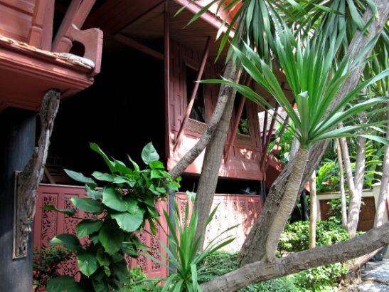 Jim Thompsonin talo oli kunnon puutarhan keskellä. Kunpa Bangkokissa olisi nykyisinkin enemmän vihreää.