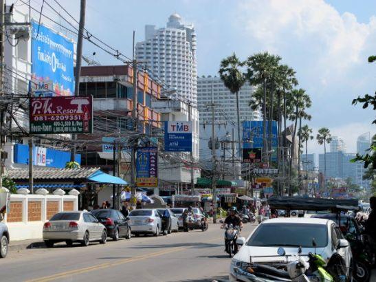 Sekä Pattaya että Jomtien ovat tämän oloisia aivan rannan tuntumassa.