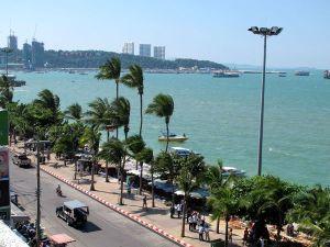 Pattayan ranta etelän suuntaan.