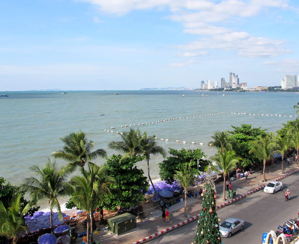 Pattayan ranta pohjoisen suuntaan.
