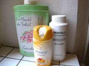 Erilaisia talkkeja. Keskellä pienmpi pakkaus, jollaisia myydään Thaimaassa 7/11 -kioskeissa. Oikealla italialaista apteekkikamaa, jonka menttoli viilentää mahtavasti.