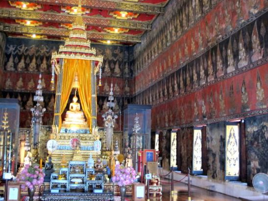 Museoalueen temppeli sisältä.