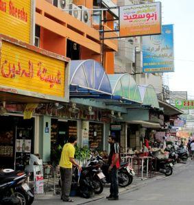 Arabiankielisiä kylttejä Pattayalla.