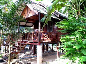 Kiva bungalow Koh Sametin saarella maksoi 400 bahtia. Kunpa tällaisia hieman nukkavierumpia, mutta edullisimpia majoja saisi joka kohteesta Thaimaasta.