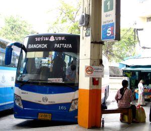 Linja-autot ovat Thaimaassa halpoja eivätkä matkakustannukset olleetkaan kuin alle kahdeksan prosenttia kuluistani Thaimaan päässä.