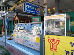 Kitchen Jayn tiski, jolta saa nuudelikeittoa ja ajoissa paikalle tullessa myös perus-jayravintolan buffetruokaa.