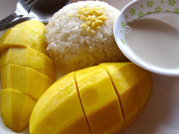 En Thaimaassa aina syö aamiaista, mutta mango sticky rice (khao niu mamuang) on makea tapa aloittaa päivä. Tässä kokonainen mango, tahmeaa riisiä ja kookoskastiketta 100 bahtilla Koh Taolla. Koska ei ollut mangoaika, ei mango ollut niin parasta mitä se voisi olla.