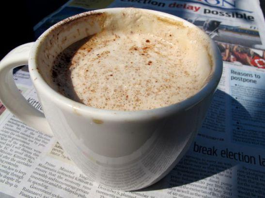 Soijalatte Starbucksissa Pattayalla. Normikoko maksaa 115 bahtia.