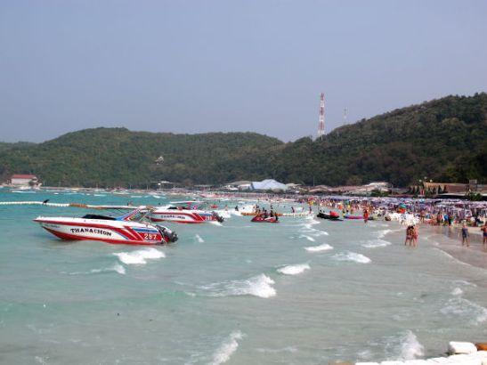 Ta Waenin rannalla uimista haittaavat rantautuvat speed boatit, vesijetit ja banaaniveneajelut.