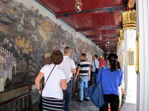 Alueen seinämaalauksia.