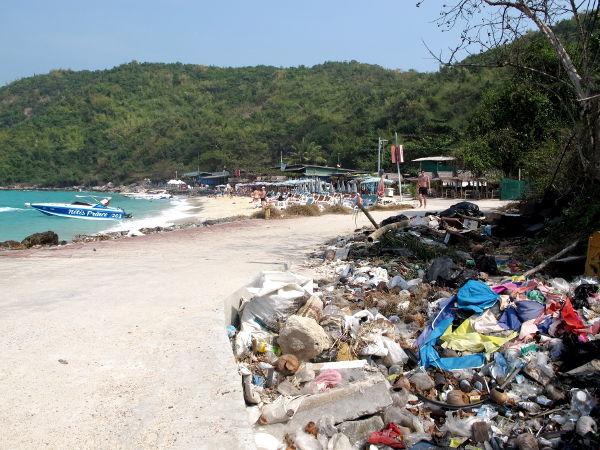 Roskaröykkiö yllätti Tong Langin rannan kupeessa.