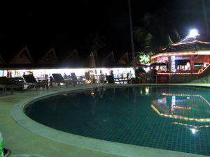 Koh Taon kalliiseen majapaikkaan kuului sentään uima-allasalue.