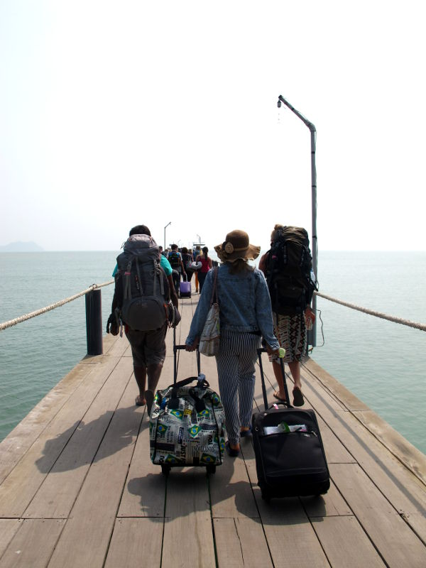 Lomprayahin satamalaituri Chumponissa, josta lähtee lauttoja Koh Taolle.