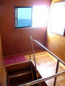 Raput alas sinne missä neljän hengen tilava huoneemme oli. Minua ei haitannut yhtään olla jaetussa huoneessa.