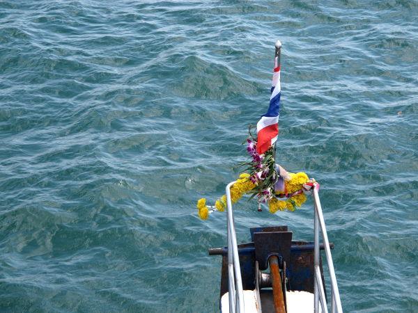 Veneen nokkaan ei ollut menemistä, koska se on omistettu Buddhalle.