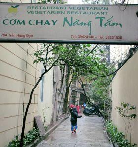Com Chay Nang Tam -ravintolan sisääntulokuja.