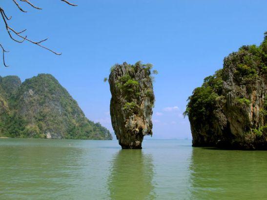 Koh Tapu -kivi, jota kutsutaan myös James Bond Islandiksi.