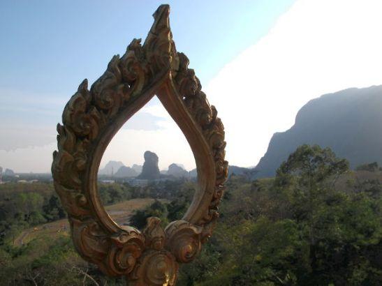 Karsteja pystyi tiiraamaan Ta Pan -temppelin ornamenttien läpi.