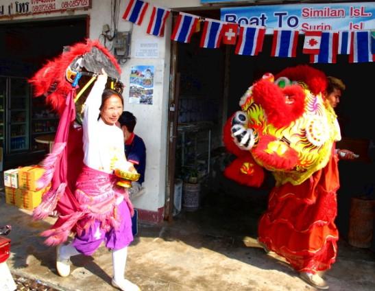 Kiinalaisen uuden vuoden lohikäärmeet.