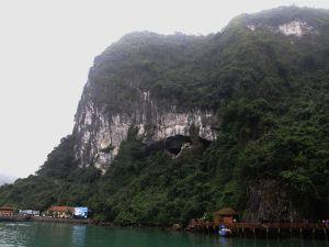 Hang Hung Sotin luolan suu sijaitsi merenpintaa korkeammalla.