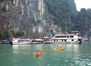 Veneet veivät laiturille, josta sai kajakin alleen.