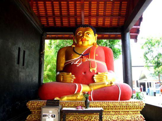 Patsas, joka ei esitä buddhaa.