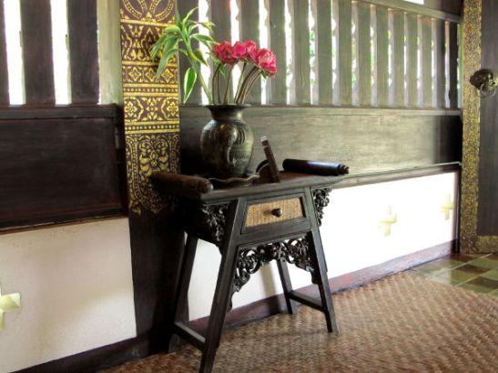 Pöytä temppelissä.