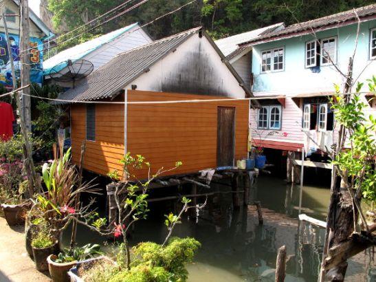 Talot veden päällä.