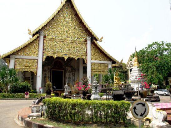 Wat Chedi Luangin sisäänkäynti.