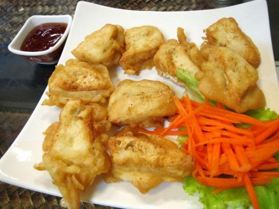 Ankeat friteeratut tofut.