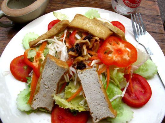 Good Lifen salaatti oli aika tylsä ja kastike lirua.