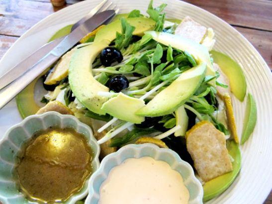 Juicy 4 U:n salaatti, jonka ainekset valitsin itse.