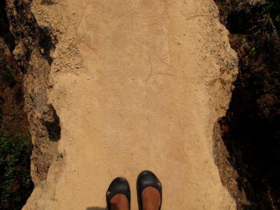 Kanjonin harjanteet olivat kapeita ja käteviä luonnon polkuja maiseman keskellä.