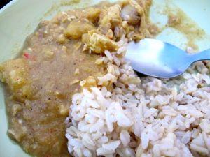 Peppermaintin keltainen curry oli ihan erilaista kuin yleensä, eikä huonolla tavalla. Se taisi olla kevyempää eli soossi ei ollut vain öljyä, kookosmaitoa ja mausteita. En tiedä mitä siinä oli, ehkä soseutettuna jotain vihannesta?