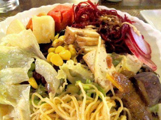 Khun Churnissa oli mahtavaa päästä syömään kasvisbuffetista salaattia vain.