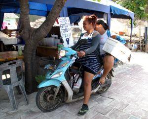 Suurimmaksi osaksi thaielämä näyttää minusta huolettomalta.  Joskus myös ajattelemattomalta, pinnalliselta ja ankaralta. Mutta usein hauskalta.