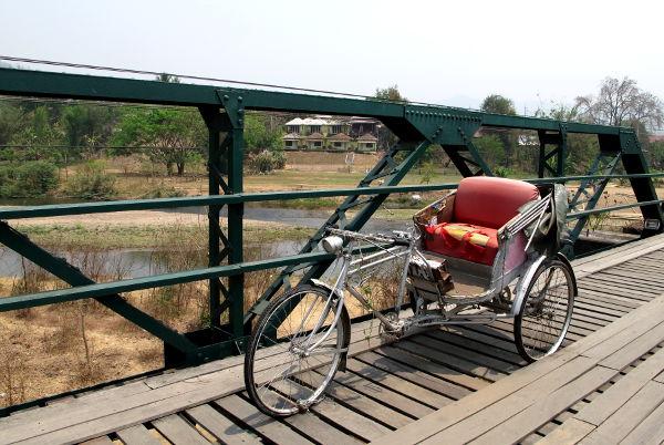 Riksa Memorial Bridgellä.