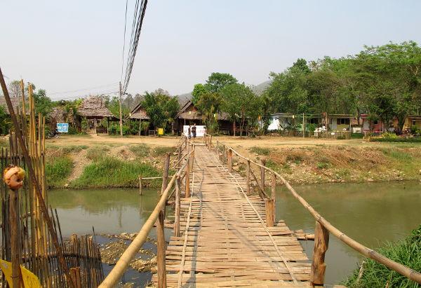 Kävelysilta Pain joen yli.