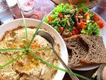 Koh Lantan ruokatarjonnan valopilkku oli kasvisravintola Kunda. Tässä heidän hummus-salaattiannoksensa.